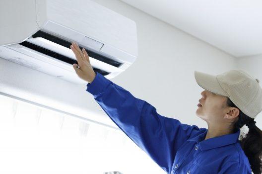 エアコンの分解クリーニングで電気代が安くなる?掃除道具や手順とは