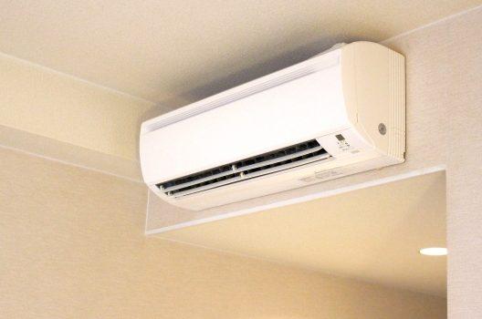 エアコンの洗浄は自分でできる?必要な道具から掃除方法まで徹底解説