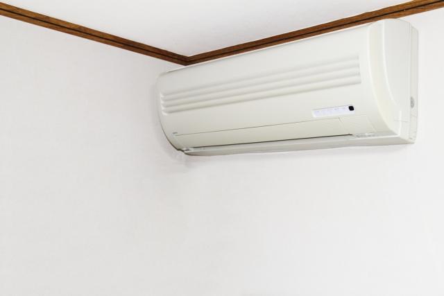 エアコンのフィルターを掃除するときの手順とコツ