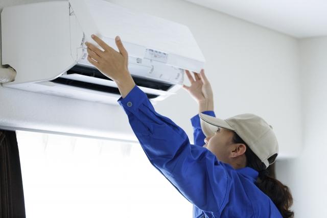 より本格的なエアコンクリーニングのやり方と注意点