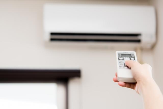 お得情報まとめ!エアコン修理か買い替えかの判断ポイントと得するタイミング