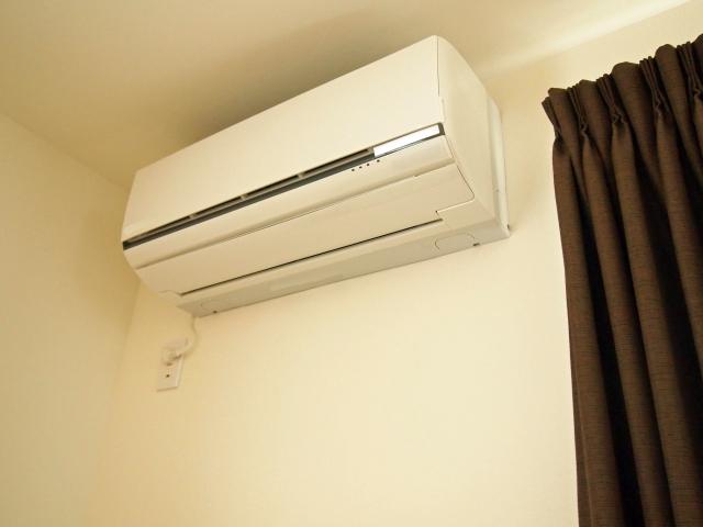 エアコンの取り外しと処分はどうすればいい?回収の手順と費用の目安をご紹介します