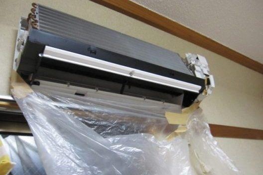 スプレーを使用したエアコンの掃除方法