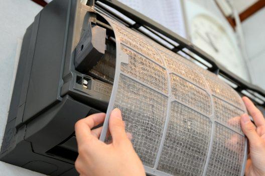 エアコン掃除業者を選ぶ際のおすすめポイント!自分で掃除するリスク